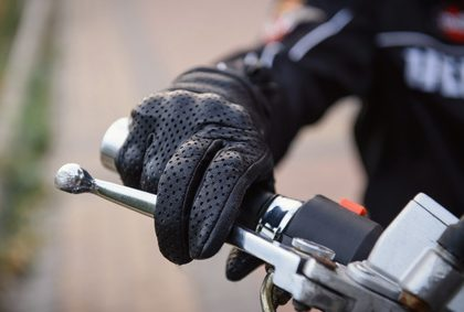 Le port des gants devient obligatoire !